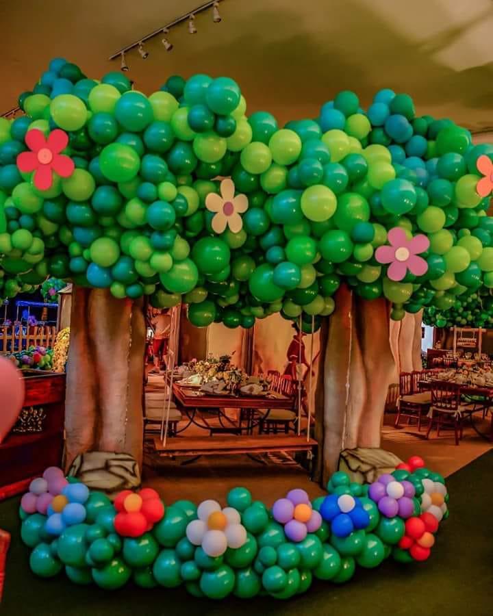 jungle tree balloon decorations